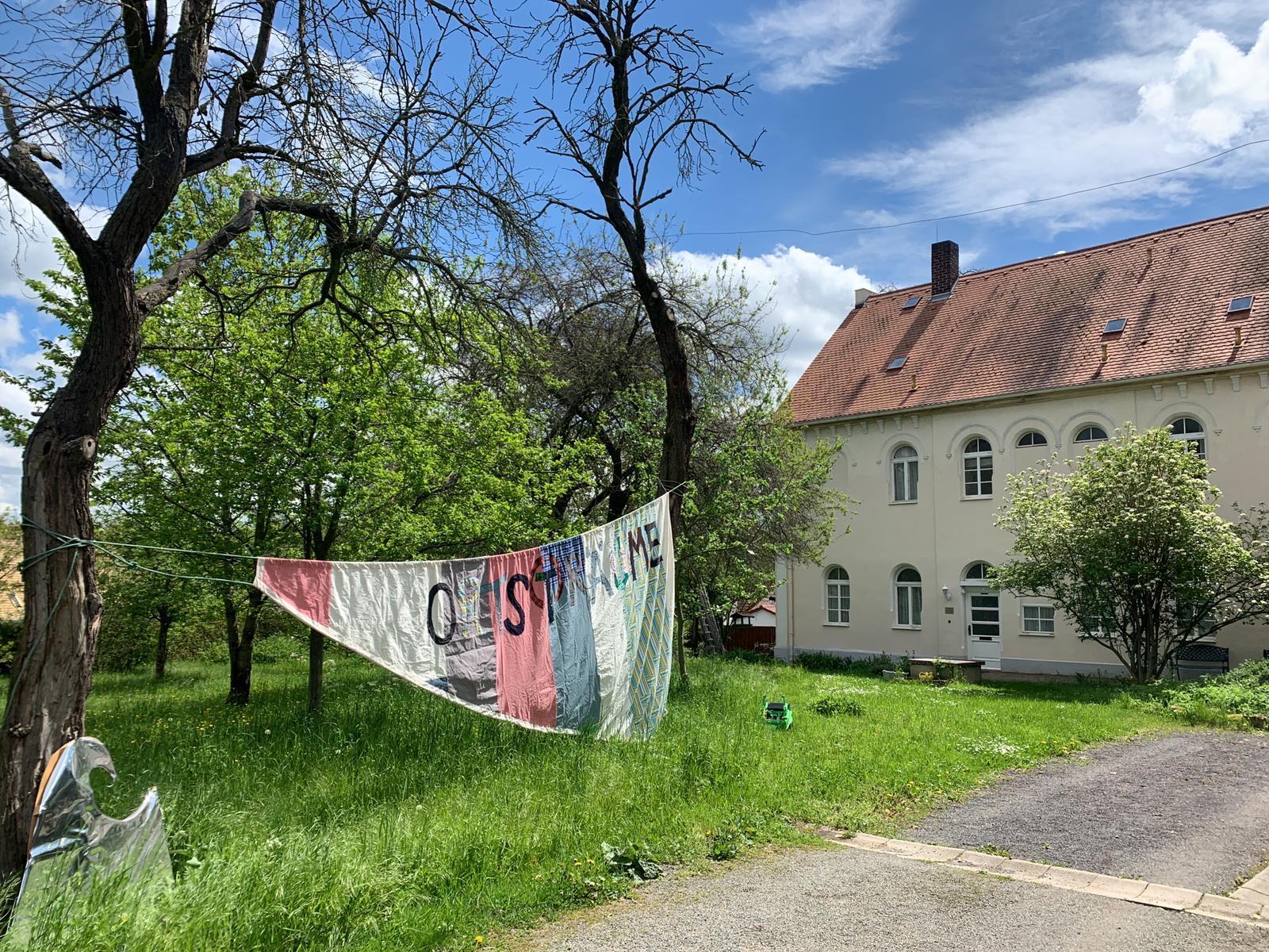 Vaha Altenburg Hub 003 Pfarrhof mit aeltester Glocke im Landkreis